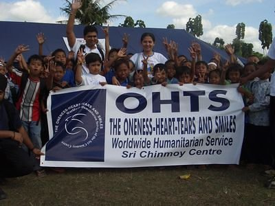 Sri Chinmoy family Indonesia and earthquake victim kids
