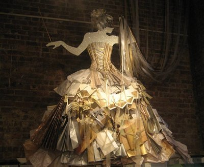 Paper dress.  I want to have the same!