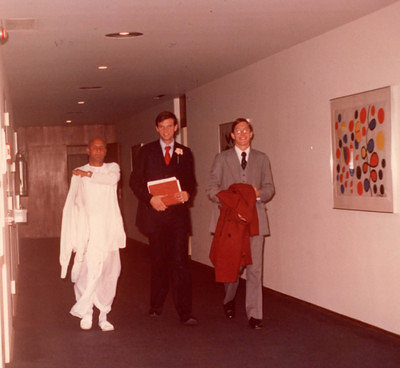 1976-1978-sri-chinmoy-leaving-office-of-Secretary-General-on-38th-floor-with-adhiratha-and-mohan