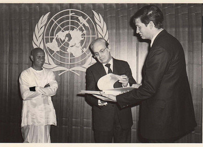 1983-01-jan-13-Sec-General-and-Sri-Chinmoy-med-group-share-reports-proclamations-around-world-support-UN-Day