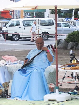Performing on the erhu.