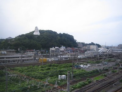 Overlooking Ofuna Station, the statue commemorates war time victims