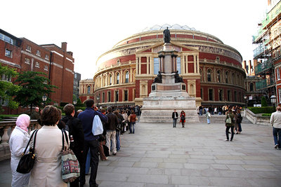The Royal Albert Hall before the concert: lining up