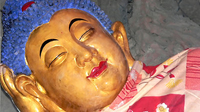 Buddha laying in the cave