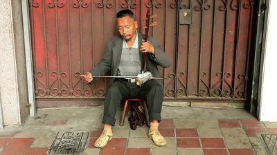 Erhu player