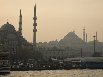 The Suleymaniye Mosque behind the New Mosque