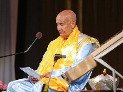 Sri Chinmoy gives a lecture on art