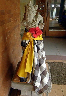 Statues everywhere adorned with this checkered cloth
