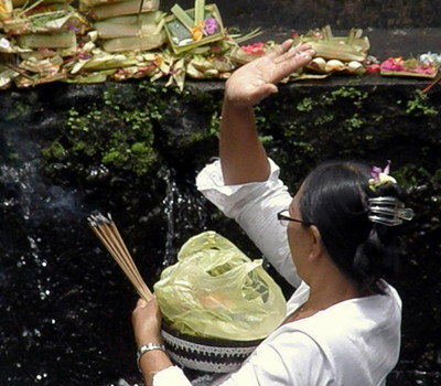 Offerings at Tirta Empul Temple2