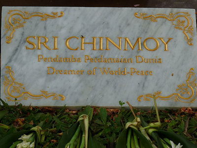 Sri Chinmoy-Statue, Dreamer of world-peace - plate