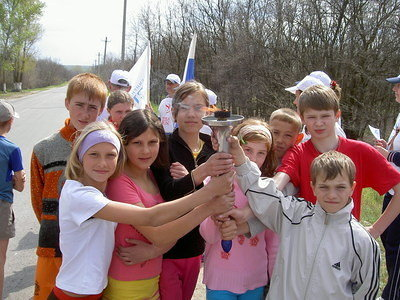 Children with the torch near the Surovikino border