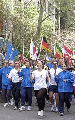 WHR Runners Arrive at Ceremony2.JPG